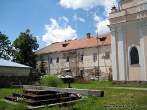 монастырь францисканцев - костел свсвятого Иоанна Крестителя