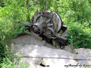 Остатки механизмов от мельницы в деревне Трабы
