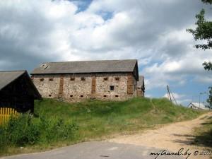 Сараи от некогда бывшего именя в деревне Трабы