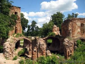 Руины замка Сапегов. Дата строительства - 1-я половина XVII в.