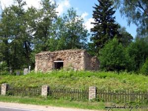 кладбище христианское: часовня-усыпальница (руины)
