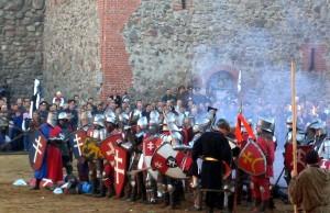 """Выставка """"Рыцари Великого Княжества"""" - фотография с феста """"Замок Гедимина"""" 2005 в г. Лида"""