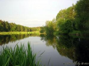 Озеро образованное дамбой от мельницы