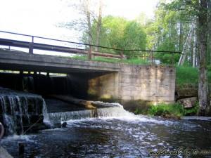Мост на дамбе мельницы